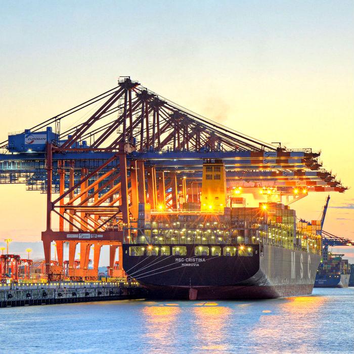 shipping port 700x700